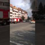 VIDEO/FOTO: Mașină cuprinsă de flăcări, după accident, la Târgu-Jiu